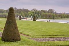 Parquee al lado de castillo real de la caza en Fontainebleau, Francia Imagen de archivo libre de regalías