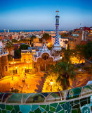 Parquee Guell, Barcelona, España en la noche foto de archivo libre de regalías