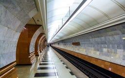 Parquee la estación de Pobedy del subterráneo de Moscú - Rusia Fotos de archivo