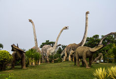 Parques públicos de dinosaurio de las estatuas en la provincia de Kalasin, de nordeste Imagen de archivo libre de regalías