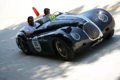 1951年Parravano在Mille Miglia的捷豹汽车XK 120专辑 库存图片