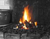 Parrila fuego de la parrilla del fuego fotografía de archivo