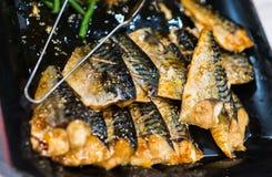 Parrilla de los pescados con la salchicha (comida japonesa) Imagen de archivo