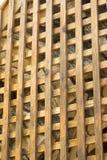 parrilla de madera amarilla con las células de forma diamantada Imagen de archivo