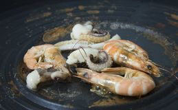 Parrilla del camarón y del calamar imágenes de archivo libres de regalías