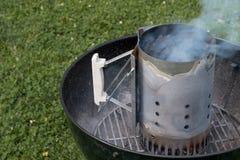 Parrilla del carbón de leña con la chimenea Fotos de archivo