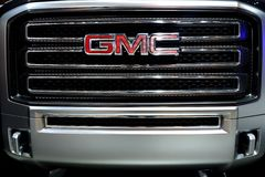 Parrilla e insignia del carro de GMC Imagenes de archivo