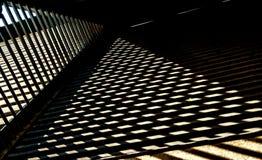 Parrilla en el tejado y la sombra fotos de archivo
