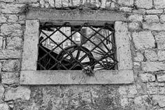 Parrilla a la ventana concreta Imagen de archivo libre de regalías
