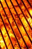 Parrilla y carbones calientes imagen de archivo