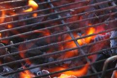 Parrilla y llamas del Bbq Foto de archivo
