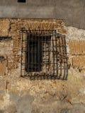 Parrillas de ventana del metal, viejas, prisión Fotos de archivo libres de regalías