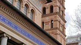 Parrocchia Santa Croce Mooie oude vensters in Rome (Italië) stock video
