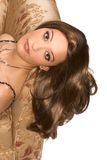 Parrucca da portare della giovane donna araba attraente Fotografia Stock Libera da Diritti