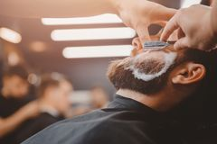 Parrucchiere del negozio di barbiere fotografia stock