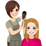 Parrucchiere Drying Hair Fotografie Stock Libere da Diritti