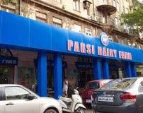 Parsi nabiału gospodarstwo rolne roczników gatunki - Ikonowa Mumbai knajpa - obrazy stock