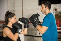 Parstridighet i en boxningsring Royaltyfri Foto