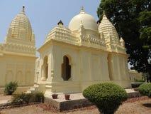 Parsvanath, Adinath, Shanti Nath, grupo del este de templos, Khajuraho, Madhya Pradesh, la India, diseño sabido del eroticheskim  imagen de archivo
