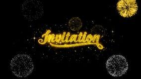 Partículas de oro del centelleo del texto de la invitación con la exhibición de oro de los fuegos artificiales