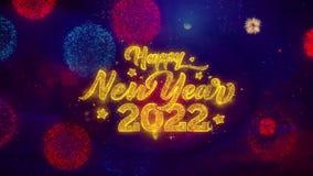 Partículas de saludo de la chispa del texto de la Feliz Año Nuevo 2022 en los fuegos artificiales coloreados