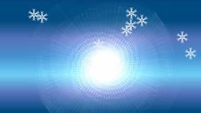 Partículas del copo de nieve en fondo azul de la pendiente Nieve del vuelo en fondo del invierno con el sol escarchado nublado de