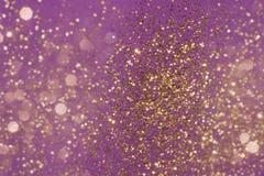 Partículas douradas do brilho na tela fotografia de stock