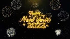 Partículas escritas do ouro do ano novo feliz 2022 que explodem a exposição dos fogos de artifício