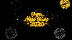 Part?culas douradas piscar do texto do ano novo feliz 2020 com exposi??o dourada dos fogos de artif?cio