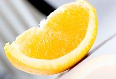 Part de vue diagonale orange juteuse fraîche Photographie stock