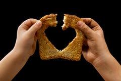 Partage de la nourriture avec amour Photos stock