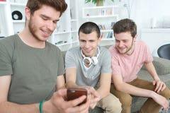 Partager le secret avec des copains Photo libre de droits
