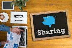 Partager (partageant connexion sociale Communicatio de mise en réseau de part Images stock