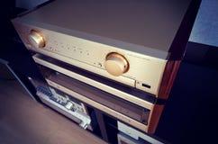 Parte alta d'annata del lusso del sistema stereo di due amplificatori audio Fotografia Stock Libera da Diritti