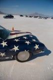 Parte anterior de um hot rod americano com a bandeira americana durante o mundo da velocidade 2012. Foto de Stock Royalty Free