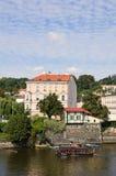 Parte anteriore in autunno, Mala Strana, Praga, Ceco Republi del fiume della Moldava Fotografia Stock