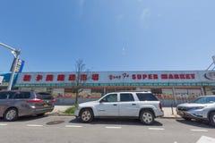 Parte anteriore cinese del supermercato fotografia stock