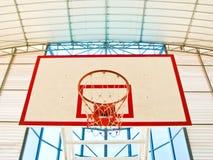 Parte anteriore del cerchio di pallacanestro in stadio Fotografia Stock