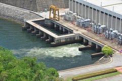 Parte anteriore del generatore di elettricità della diga di Sri Nakharin Fotografia Stock