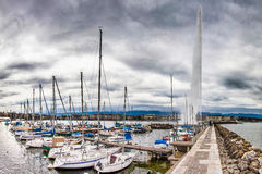 Parte anteriore del lago geneva - d'Eau di Jeat e del porticciolo Fotografia Stock Libera da Diritti