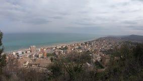 Parte anteriore del mare adriatico, lasso di tempo delle città durante il giorno di molla stock footage