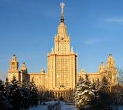 Parte anteriore dell'università di Stato di Mosca (tramonto) Immagine Stock