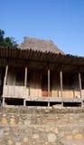 Parte anteriore della casa di legno in Bena un villaggio tradizionale con le capanne dell'erba della gente di Ngada in Flores Immagini Stock Libere da Diritti