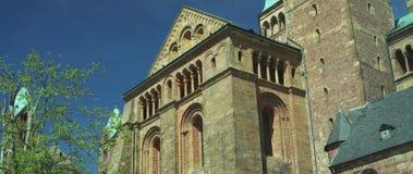 Parte anteriore della cattedrale di Speyer, sito famoso del campanile del patrimonio mondiale dell'Unesco video d archivio