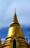 Parte anteriore della pagoda dorata immagini stock