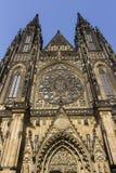 Parte anteriore della st famosa Vitus Cathedral a Praga Fotografie Stock Libere da Diritti