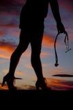 Parte anteriore dello stetoscopio delle gambe della donna di Silhouett immagine stock