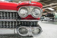 Parte anteriore di Cadillac rosso Eldorado Biarritz Sinsheim 1959 fotografia stock libera da diritti