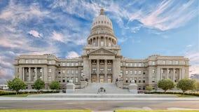 Parte anteriore di costruzione del capitol dello stato dell'Idaho con la campana su una mattina nuvolosa fotografie stock