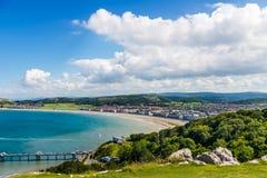 Parte anteriore di mare di Llandudno in Galles del nord, Regno Unito immagini stock libere da diritti